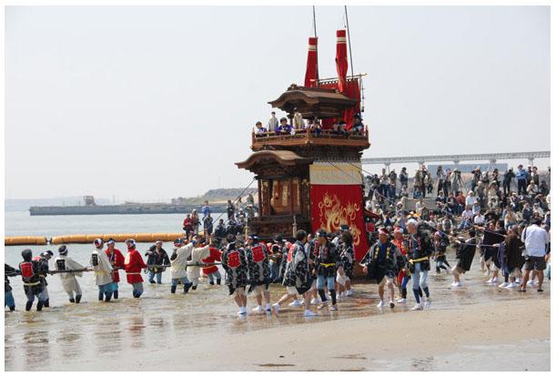 「山・鉾(ほこ)・屋台行事」の一つとして、半田市の「亀崎潮干祭」がユネスコ無形文化遺産 へ登録されました。